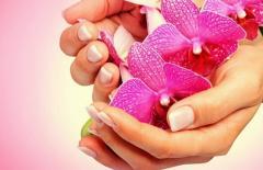 Manicure. Center of esthetic medicine