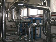 Thermal insulation of pipelines and capacities