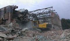 Demolition of buildings gusinichny excavator