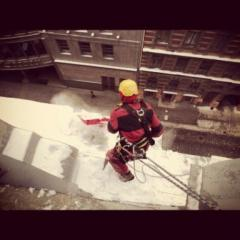 Очистка крыш от снега и наледи в Киеве