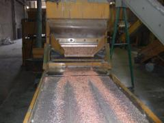 Processing of cable copper aluminum on sechka.