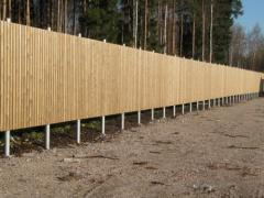 Construction of fences on screw piles