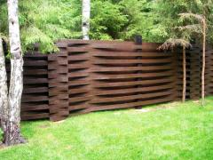 Production of wooden fences. A fence for building, a fence for giving, construction and installation of wooden protections.