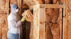 Облицовка потолка блок-хаусом: Потолок, прикрепленный к несущим балкам, стропилам