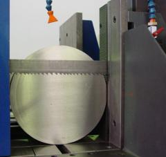 Cutting of metal rolling on the bandsaw machine