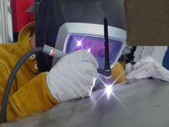 Welding works in the environment of argon, a