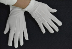 Tailoring of gloves for waiters
