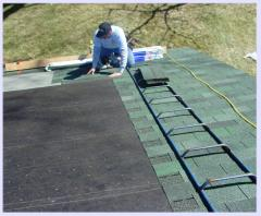 Mounting of bituminous roof