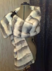 Tailoring of fur collars on fur coats to sew a