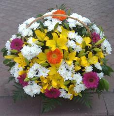 Изготовление корзин из живых цветов.