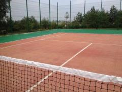 Laying of a covering of GEODOR for a tennis court.