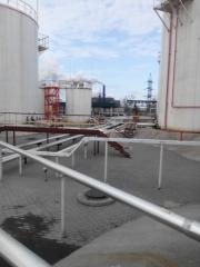 Резервуарные парки складов ГСМ - изготовление и монтаж с гарантией от 5 лет В резервуарных парках складов ГСМ хранится большие количества нефтепродуктов. Тушение горящих резервуаров и разлившихся из них (при деформации) авиатоплив и бензинов связано с уни