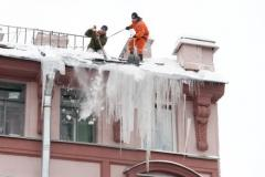 Cleaning of a roof of snow and fros