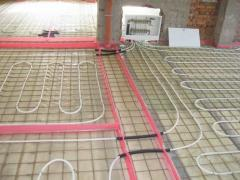 Mounting of heat-insulated floors