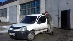 Экстренный выезд ремонтной бригады к месту поломки автомобиля.