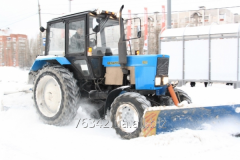 Snow cleaning by tractor