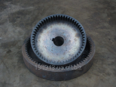 Production of a gear wheel with internal tooth