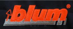 Машинная или компьютерная вышивка на: Кепках; На любых тканях; Готовых изделиях (футболках); Этно-вышивка; Вышивка шевронов, шнуром и пайетками. Нанесение логотипа и брендирование продукта