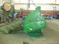 Installation of grinders on a corn harvester of