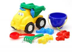 Molding of toys from plastic, plastic
