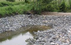 Укрепление берега камнем