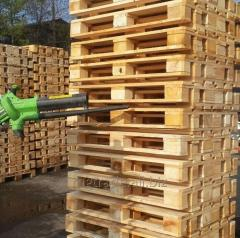 Blowing and cleaning of pallets