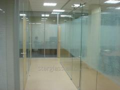 Production of office partitions from glass in a