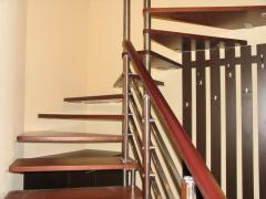 Изготовление и монтаж лестниц на больцах
