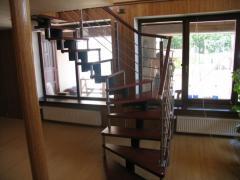 Изготовление и монтаж лестниц на цепном косоуре