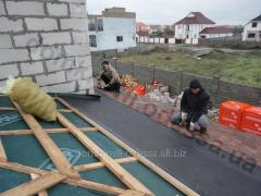 Installation of a roof from a bituminous tile