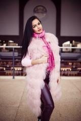 Жилетик широкого росшива из нежно-розовой ламы
