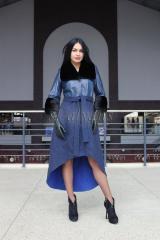 Пальто из альпаки синего цвета с кожей питона и норкой