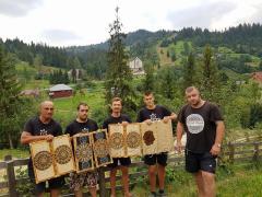 In einer Gruppe! Schnitzen Holz in den Karpaten! 14.08-21.08.17