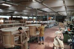 ОБСЛУЖИВАНИЕ РАБОЧЕЙ ЛИНИИ ПО ОБРАБОТКЕ ДЕРЕВА  мебельная фабрика