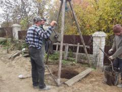 Копка колодцев из бетонных колец