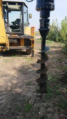 Аренда навесного гидравлического ямобура на базе экскаватора-погрузчика Caterpillar 432f