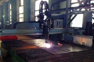 Cutting of sheet rolling by plasma cutting with