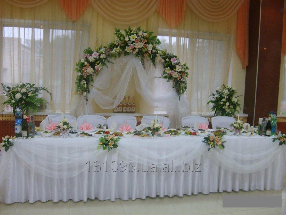 dekorirovanie-svadebnogo-stola