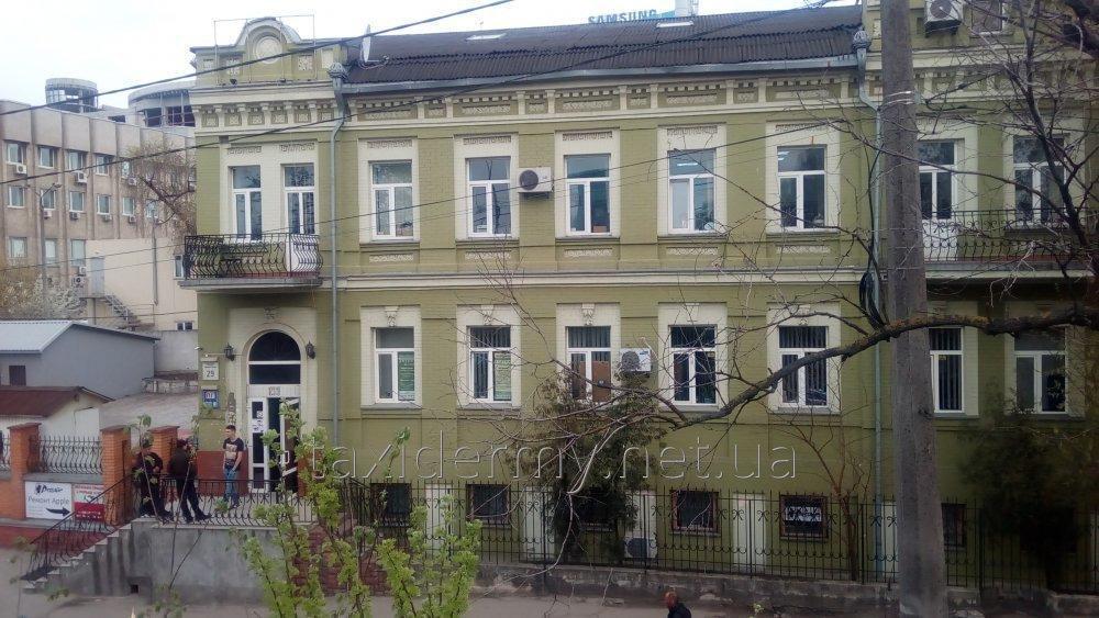 sdayu_rabochee_mesto_v_centre_kieva
