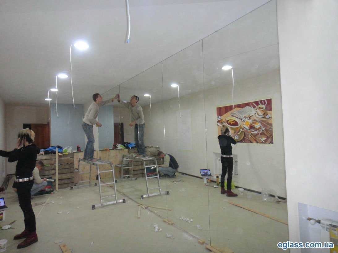Mirrors with fatsety in the interior: make the design of any room light, spacious and comfortable 90