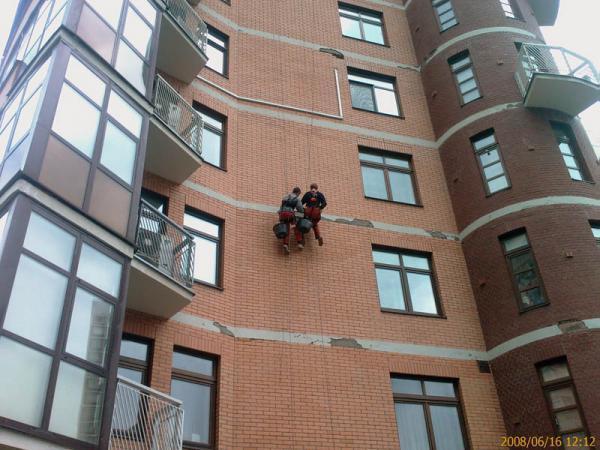 okraska_fasadov_zhilyh_domov_metodom_promyshlennogo_alpinizma