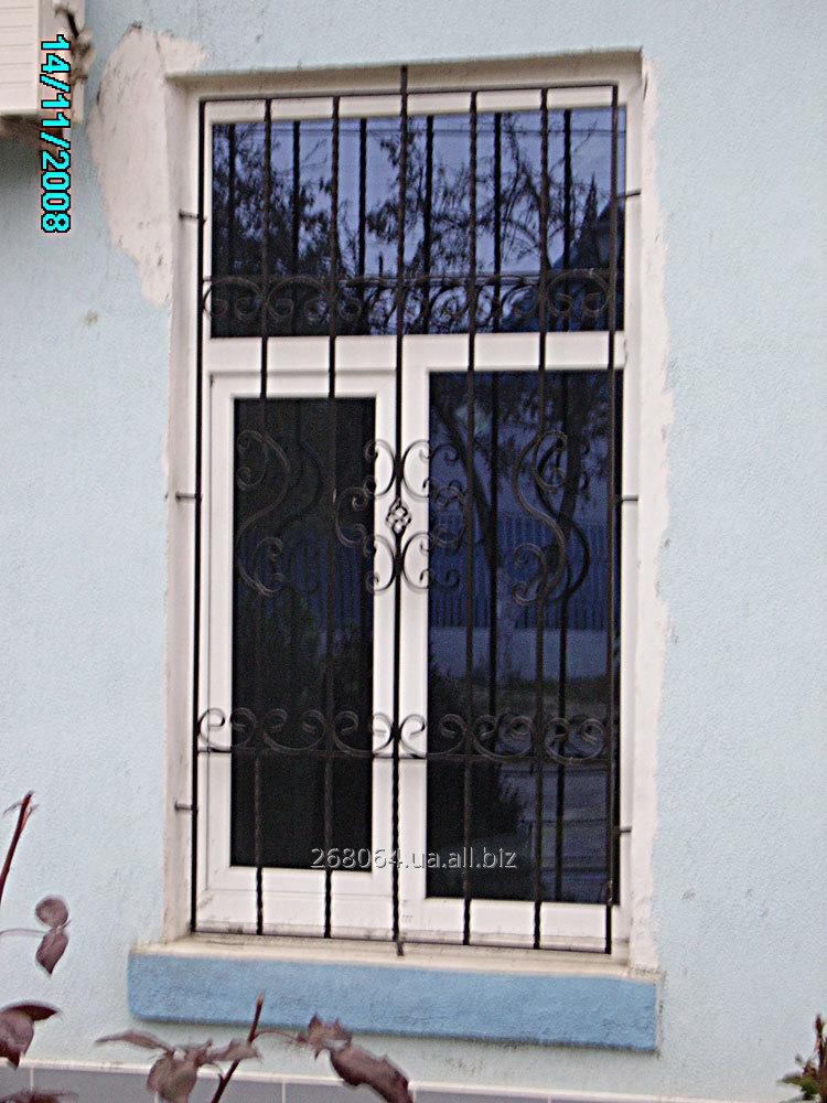 gorodskie_kovannye_reshetki_na_okna