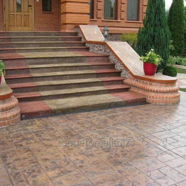 ukladka_dekorativnogo_betona