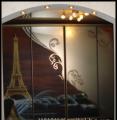 Аэрография на зеркалах, стеклах, мебельных фасадах т.д. покраска цветными красками согласно эскизу)