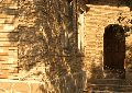 Фасад здания из природного `камня-дикаря` (песчаника). Разработка дизайн-проектов, дизайнов фасадов ресторанов, кафе