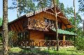 Отдельно стоящий двухэтажный дом с тремя раздельными комнатами на втором и просторной уютной гостинной на первом этаже. Forest view