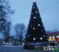 Искусственные уличные елки