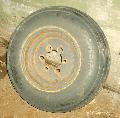 Колесо с поврежденным диском, подлежащее ремонту.